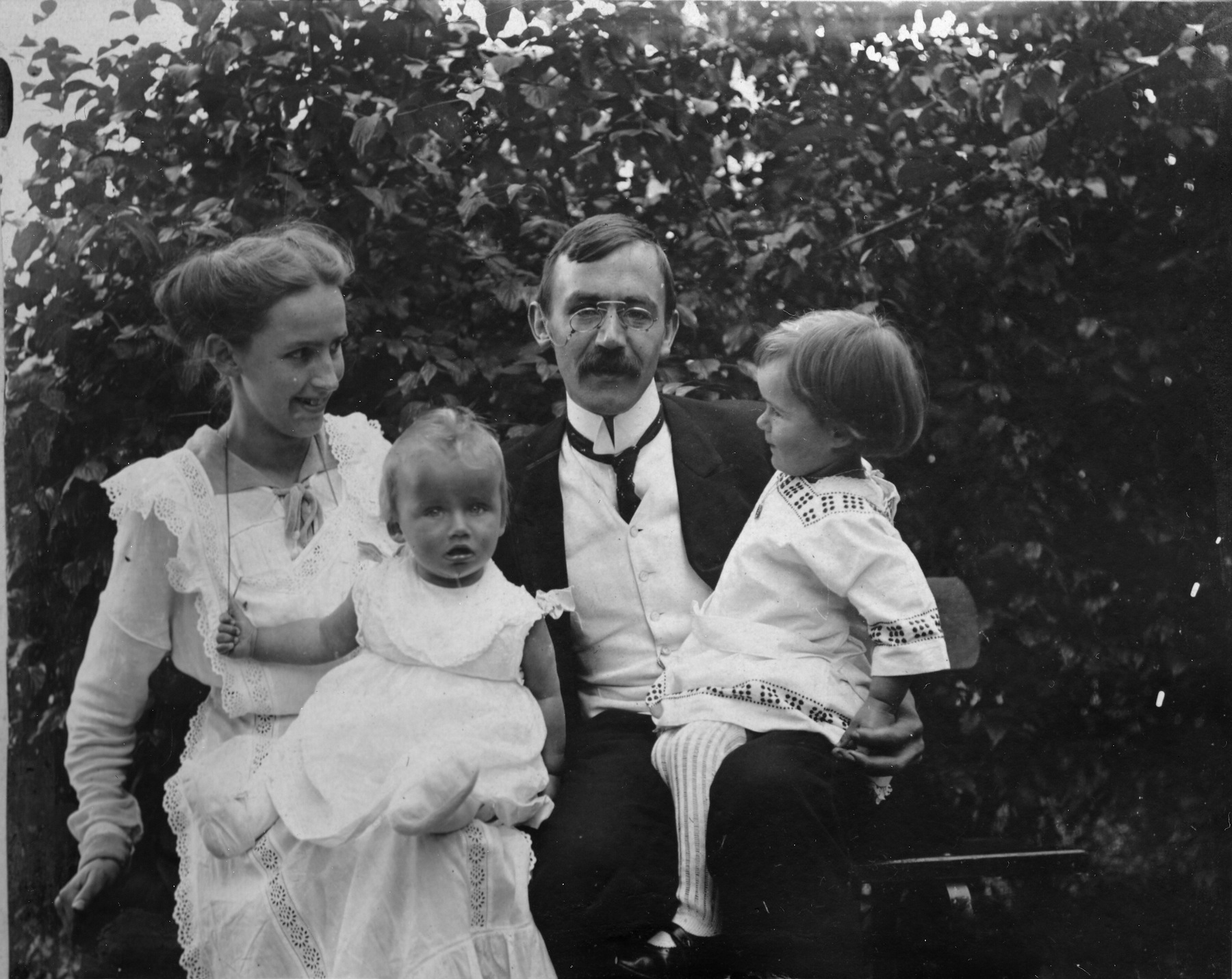 Karl and Nelly Barth with Markus (aged 1) and Franziska (2) in 1916, just as he was beginning work on his commentary on Romans.
